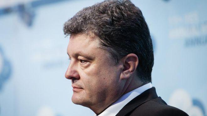 Порошенко ввел в действие решение СНБО относительно миротворцев