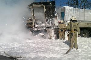 На Николаевщине на ходу загорелся тягач