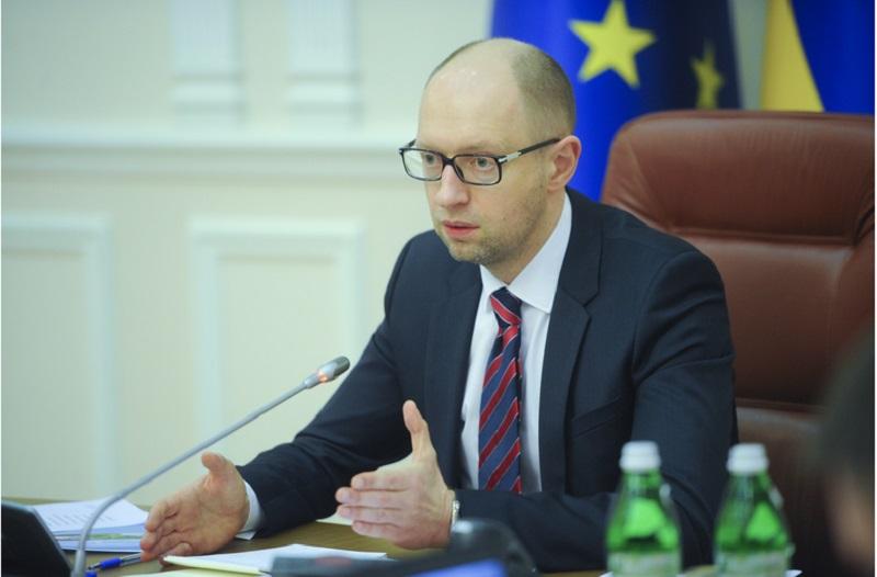 Яценюк отстранил от должности руководителей Юго-Западной железной дороги и Госфининспекции