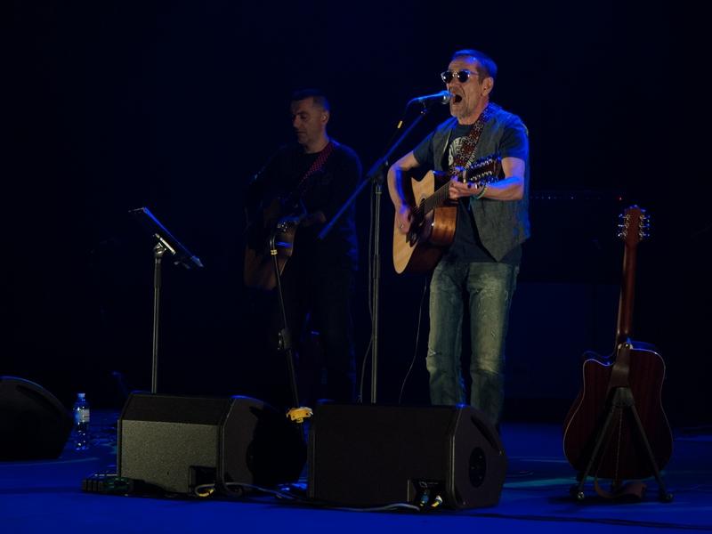 В Николаеве выступили с концертом известный украинский актер Алексей Горбунов и группа «Грусть пилота»