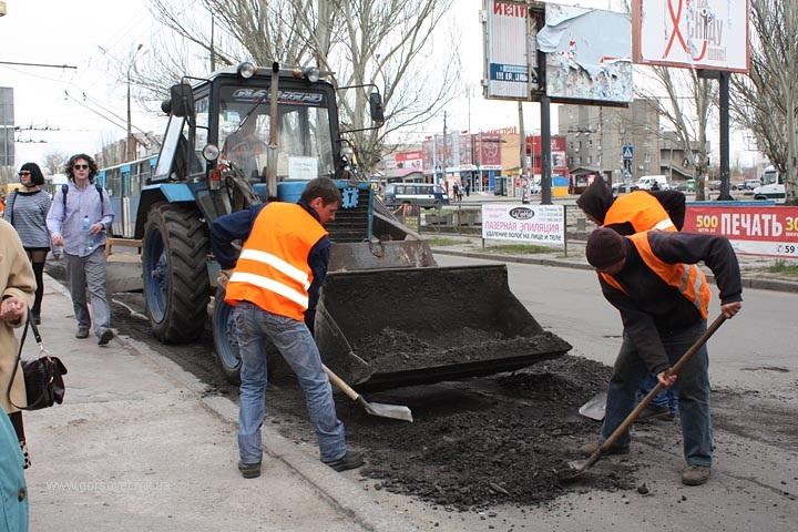 В Баштанке решили: не надо ждать милости от автодора, надо помочь восстановить дорогу
