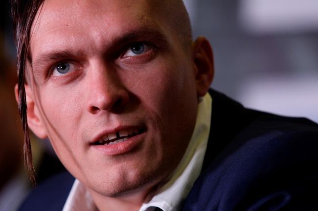 Боксеру Усику, победившему россиянина Князева, хотят запретить въезд в Крым