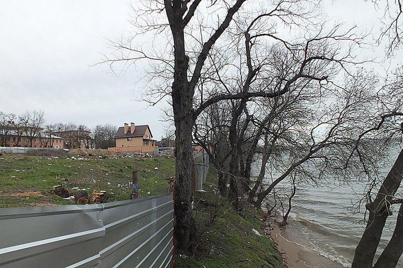 В микрорайоне Леваневцев 6 особо ценных участков на берегу вернутся в коммунальную собственность