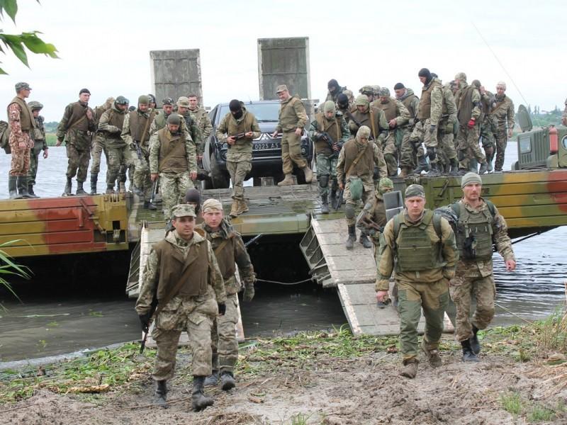 Тысячи десантников и сотни единиц техники переправились через Южный Буг в рамках крупнейших учений ВДВ Украины