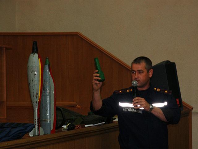 """""""Взрывное устройство может быть спрятано в любую вещь – игрушку, бутылку, коробку, что угодно"""". В Николаеве студентов учили, как видеть опасность"""
