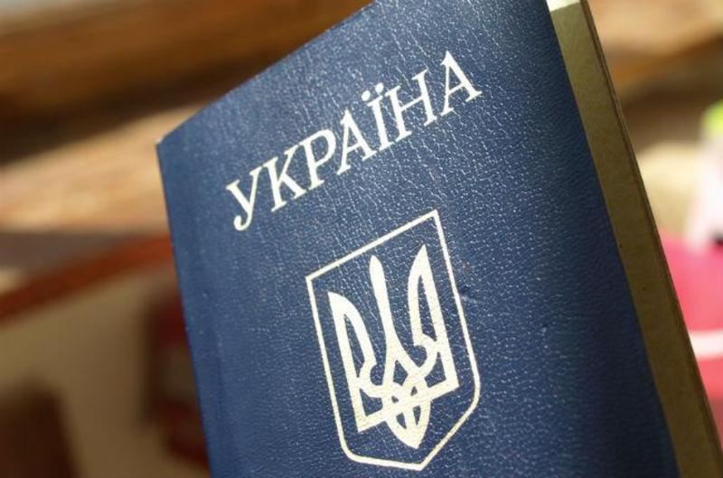 Не лучший год для эмиграции? Украинцы реже стали выезжать на ПМЖ. Куда едут