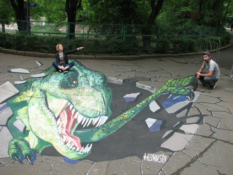 В Николаевском зоопарке с легкой руки Alex Maksiov поселился… динозавр