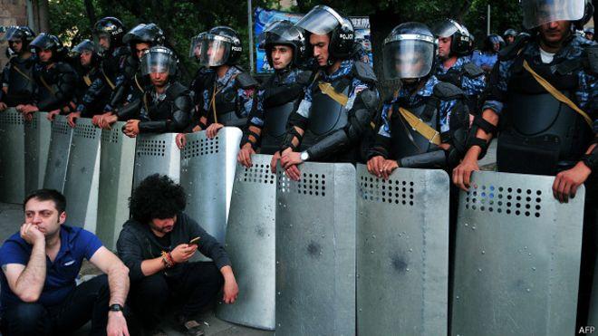 В Ереване освобождены последние заложники