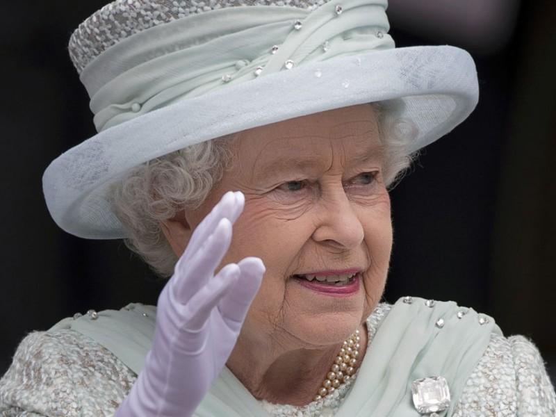 Вышиванку для королевы Британии создали на Полтавщине (ФОТО)