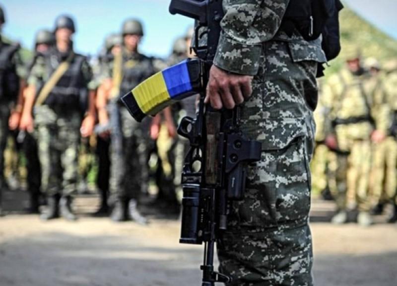 Муженко: «Мы не рассматриваем полного перехода на комплектование ВСУ исключительно военнослужащими военной службы по контракту»