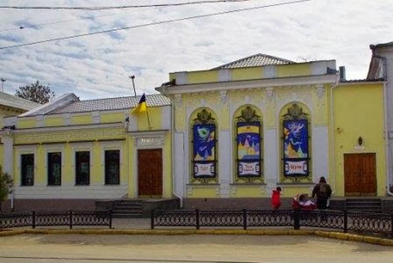 В ночь на Рождество Николаевский театр кукол лишился старинной ручки на входных дверях. Гляньте, может, где видели? Ее готовы выкупить