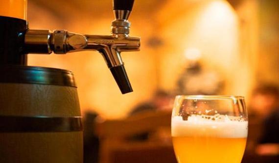 Пост бывает разный: мужчина уже третий год подряд постится пивом и делится впечатляющими результатами