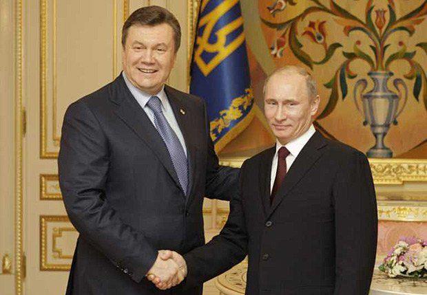 «Какую такую салфеточку-подковку?»: Янукович заверил Путина, что Партия регионов не давала $12,7 млн главе штаба Трампа