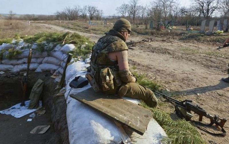 Один украинский военный погиб, еще двенадцать ранены за минувшие сутки в зоне АТО