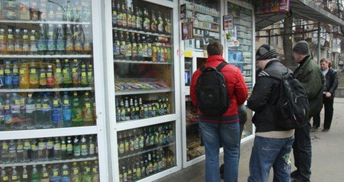 В Киеве начали борьбу с продажей пива в ларьках