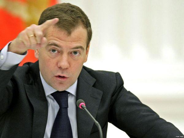 Медведев объяснил отставку российского правительства