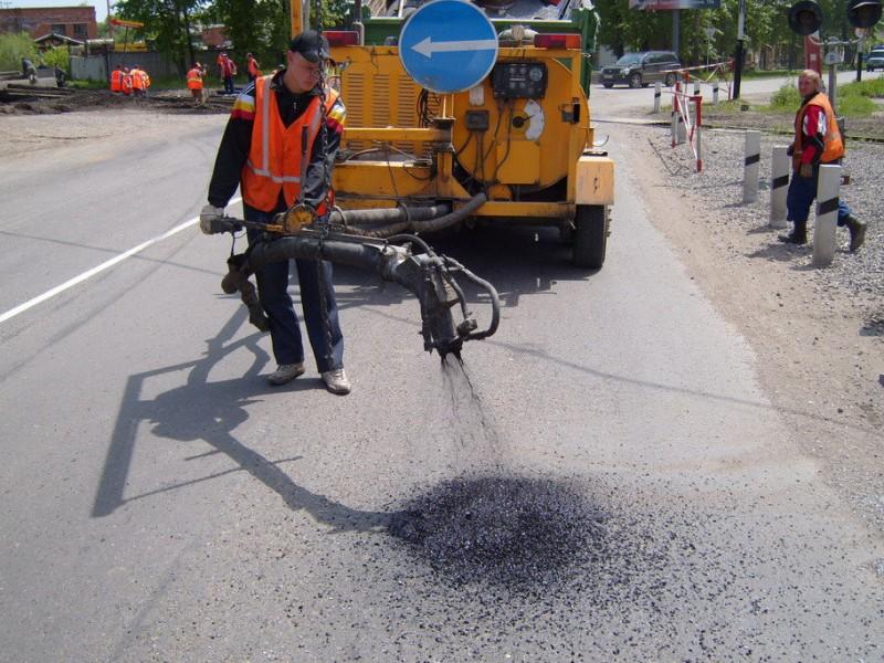 Деньги автомобилистов пошли на неправильный ремонт дорог Украины – эксперты