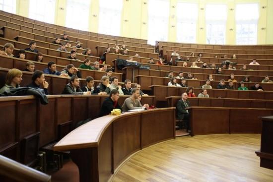 В МОН заверили, что студентов не будут принудительно выселять из общежитий