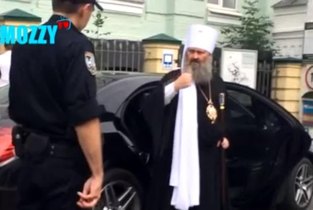 Киевская полиция остановила батюшку на дорогом Мерседесе за нарушение ПДД. Батюшка послал патрульных…в церковь