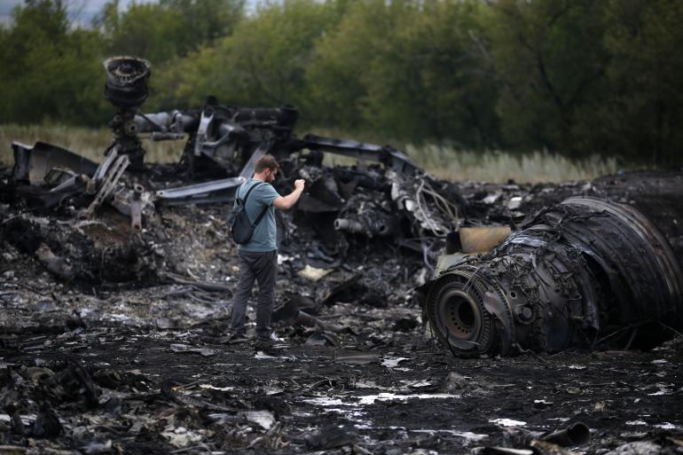 В аэропорту задержали двух голланадцев, которые нелегально везли обломки МН17 и останки жертв