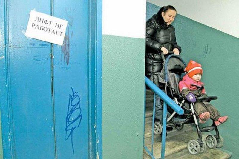 Пять человек погибли в результате падения лифта в Москве