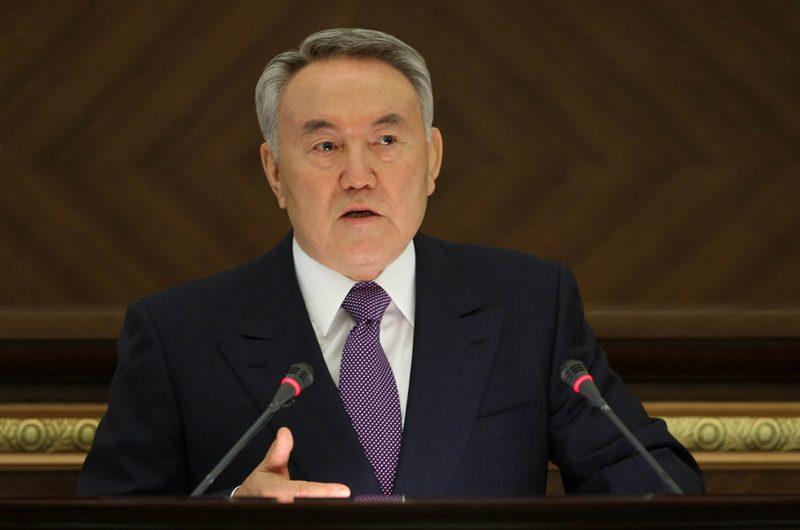 Назарбаев предложил организовать встречу Зеленского с Путиным