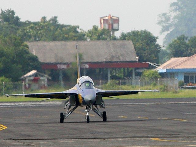 В Индонезии на авиашоу разбился самолет ВВС, двое пилотов погибли