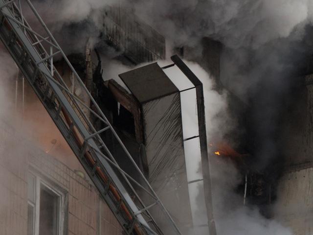 В Волгограде в 9-этажном жилом доме взорвался газ и начался пожар