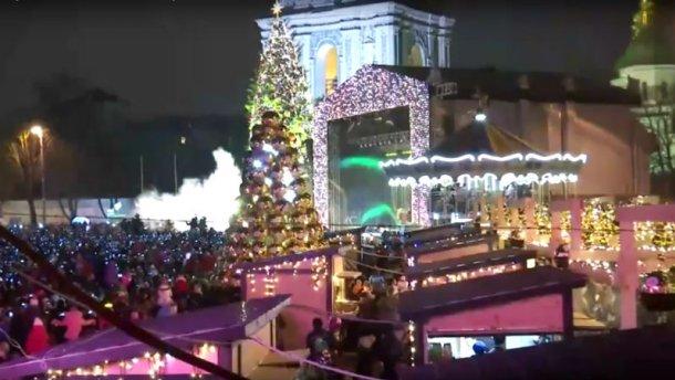 Как в Киеве главную елку страны открывали