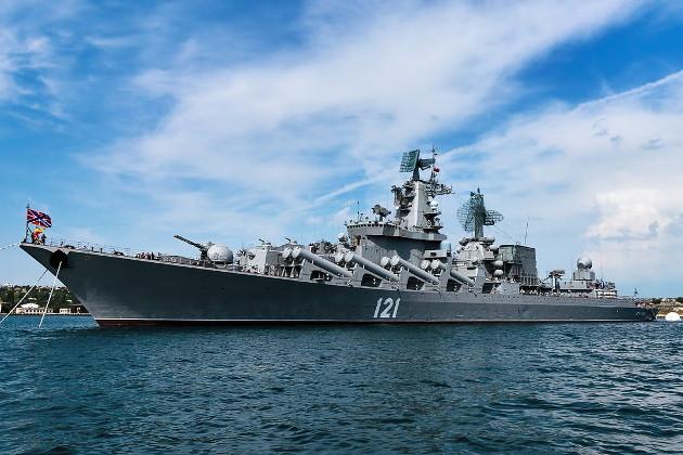 """Сопровождают. Турецкие подводные лодки окружили крейсер """"Москва"""""""