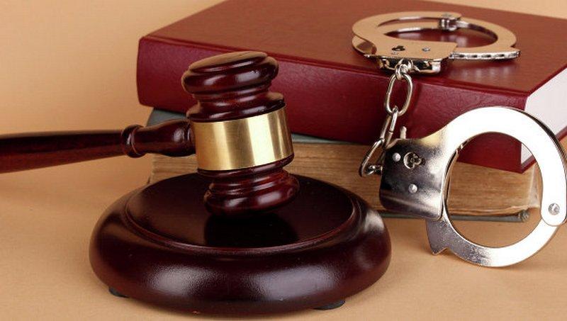 Суд арестовал двух подростков, ограбивших школьника