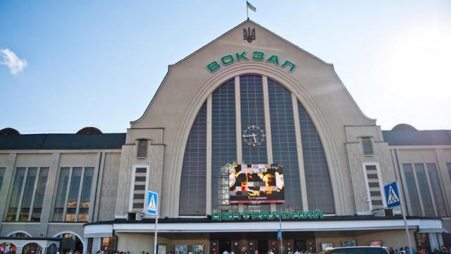 В Киеве нашли ирландца, который три недели жил на вокзале после ограбления (ВИДЕО)