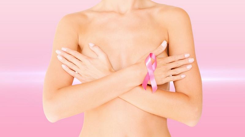 В Норвегии после прививки от COVID-19 у девушки увеличилась грудь: медики объяснили, в чем причина