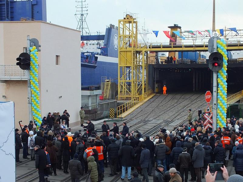 Южный шелковый путь: из Ильичевского морпорта стартовал тестовый рейс контейнерного поезда