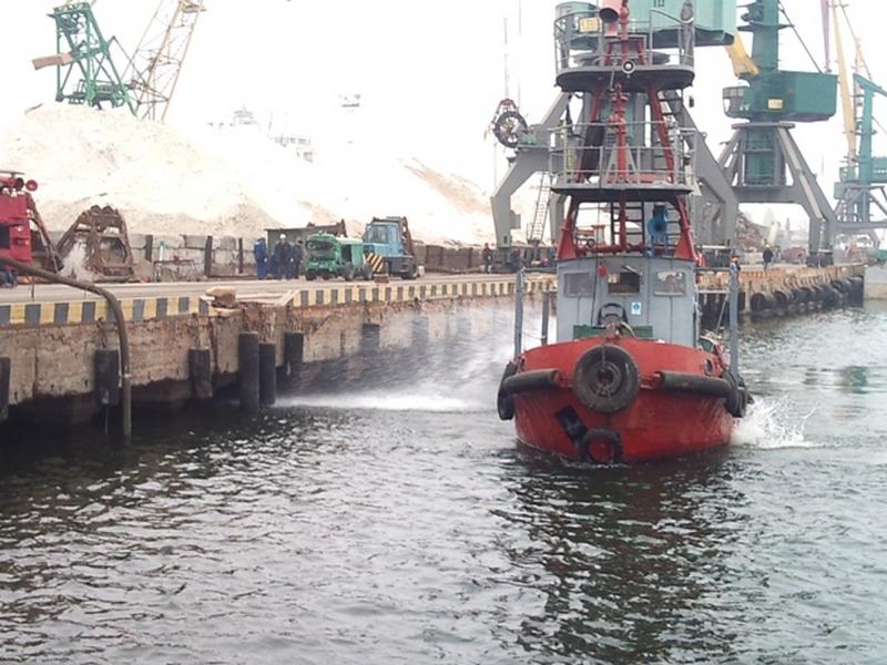 Работники ХМТП намерены не пускать нового руководителя порта на предприятие