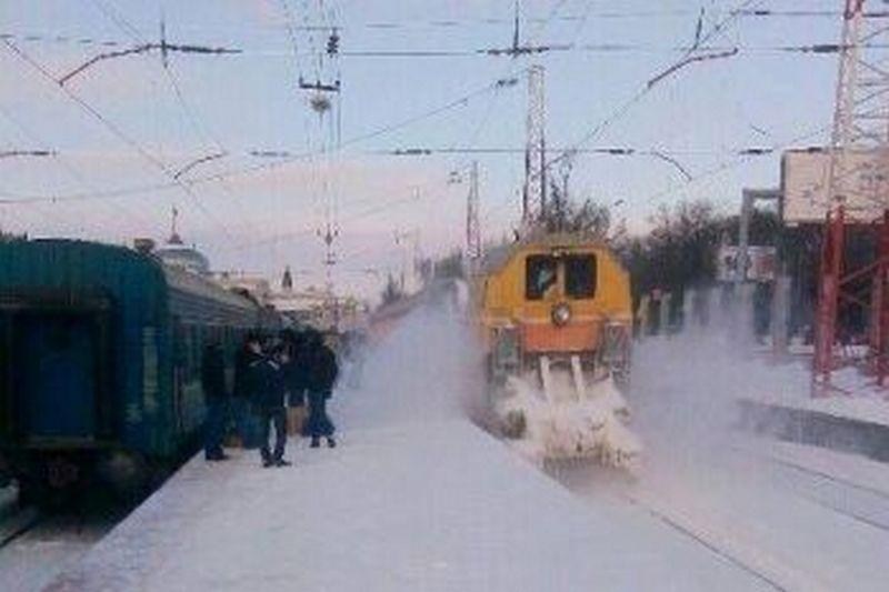 Одесская железная дорога тоже борется с непогодой: наиболее сложная ситуация в Одесской и Николаевской областях