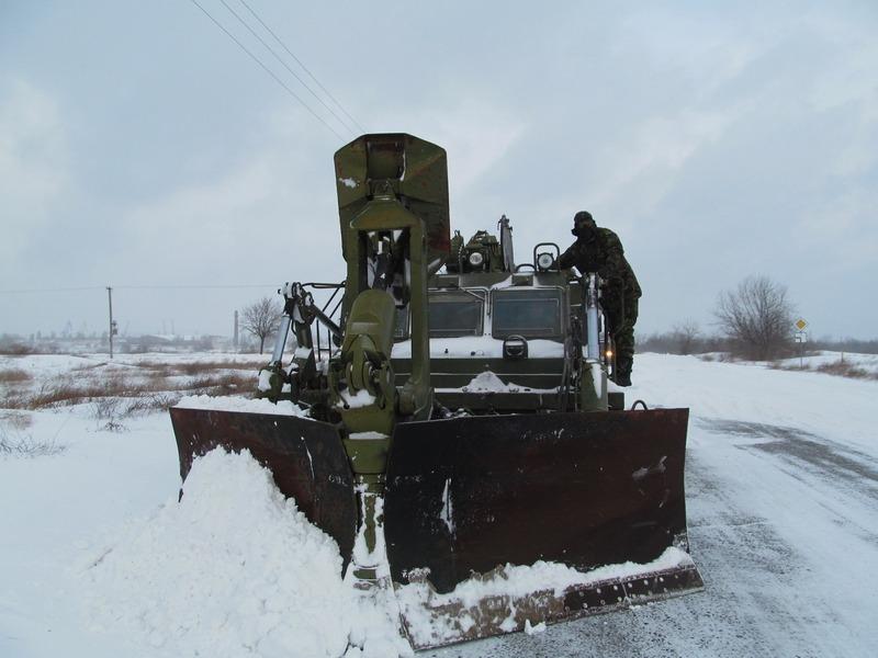Вклад военных в борьбу со снегом: за сутки на Николаевщине и Одесчине расчищено 70 км автодорог