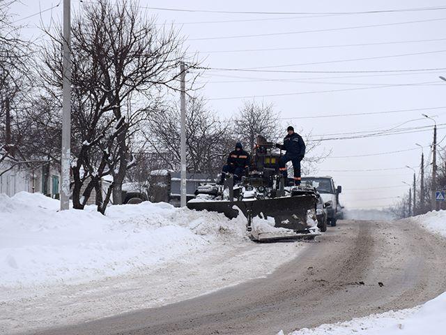 Не все улицы Николаева освобождены от снега: спасатели расчищали Ракетное урочище
