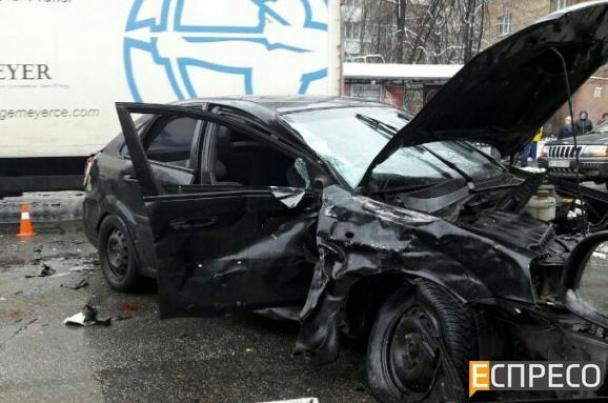 В Киеве налоговики-взяточники, убегая от силовиков, создали тройное ДТП