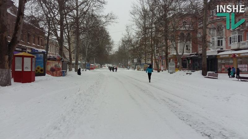 В Николаеве на Советской из-за снега не работает половина магазинов