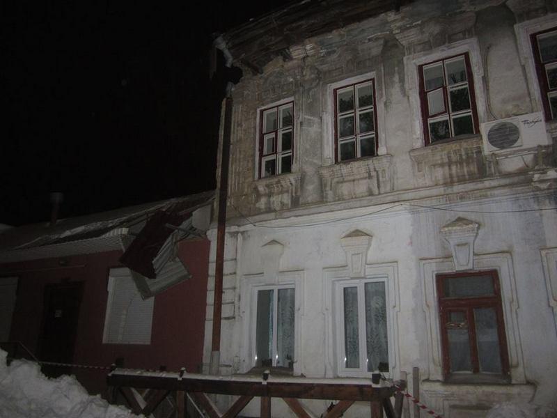 Снова январь, и в Николаеве снова рухнула крыша жилого дома под тяжестью снега (ОБНОВЛЕНО)