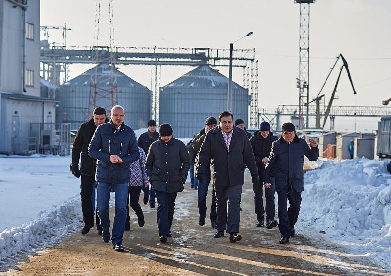 Михаил Саакашвили пообещал николаевским портовикам защиту от коррупции