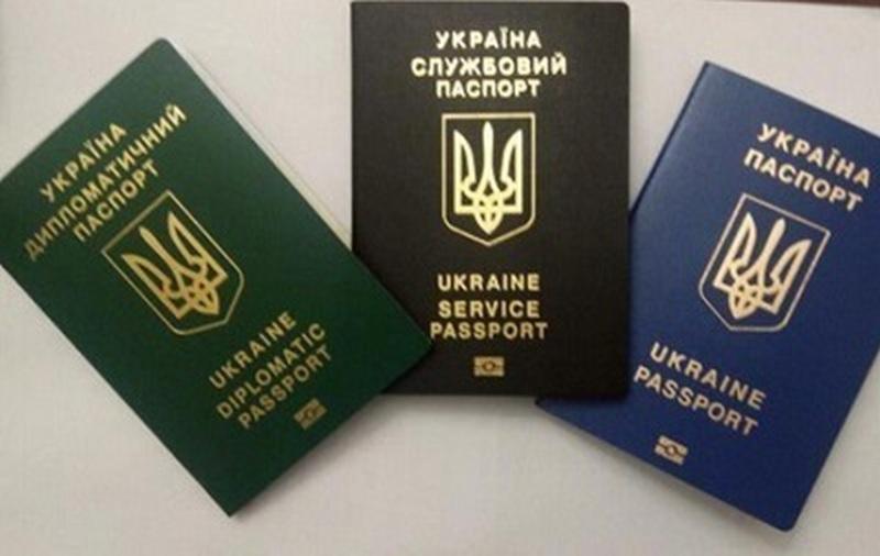 МИД лишило диппаспортов 230 человек, среди которых члены правительства Азарова
