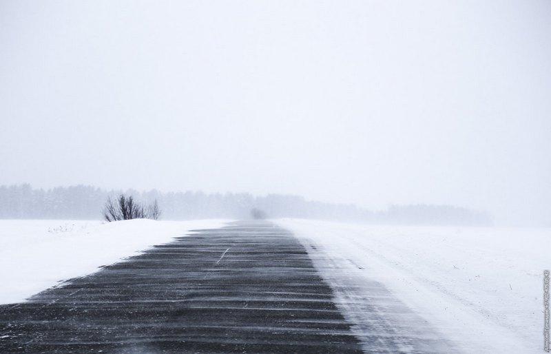 SOS! Работники Николаевского гидрометцентра уже двое суток не могут попасть домой – дороги к аэропорту замело