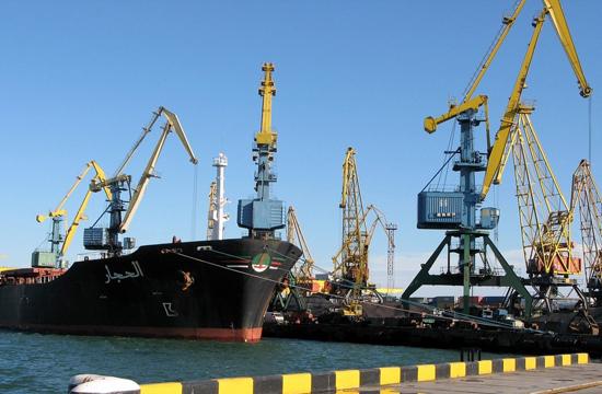 """Морской порт """"Октябрьск"""" по итогам работы в 2015 году сократил перевалку грузов на 0,9%"""