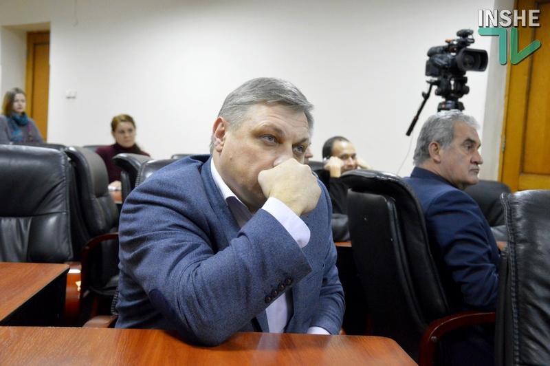 Скандал. В Николаевской области руководитель района попытался отобрать общественную приемную у нардепа и выселить районную газету