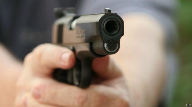 В Одессе полицейский застрелил мужчину с топором