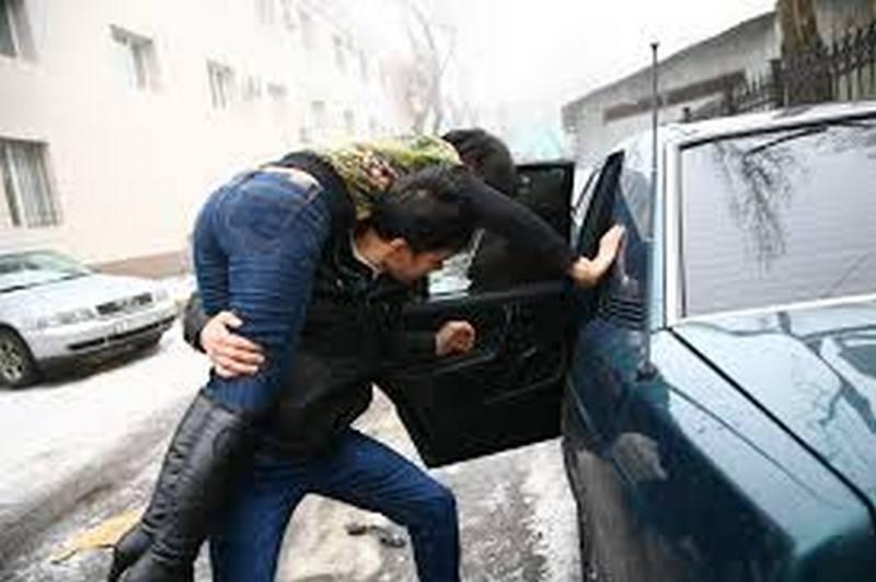 Херсонские «мачо», пытавшиеся в Николаеве украсть девушку и подравшиеся с полицейскими, — уже в ИВС