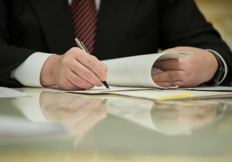 Вот это скорость! Порошенко подписал изменения в регламент ВР по изменениям в Конституцию Украины