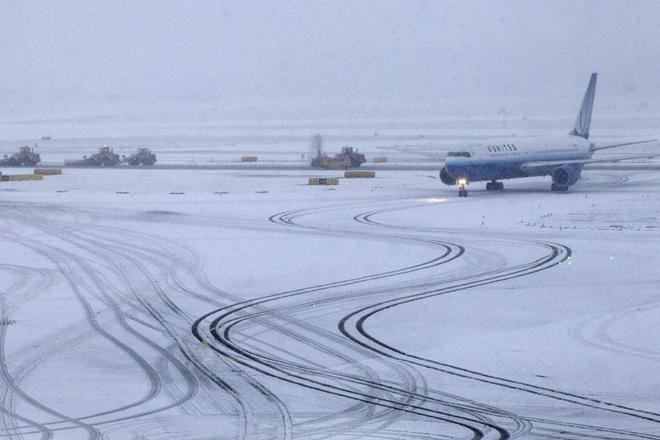 Бугско-Днепровский канал и 3 аэропорта закрыты из-за снегопада